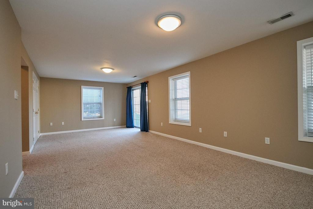 Large recreation room - 8397 CLEVELAND BAY CT, GAINESVILLE