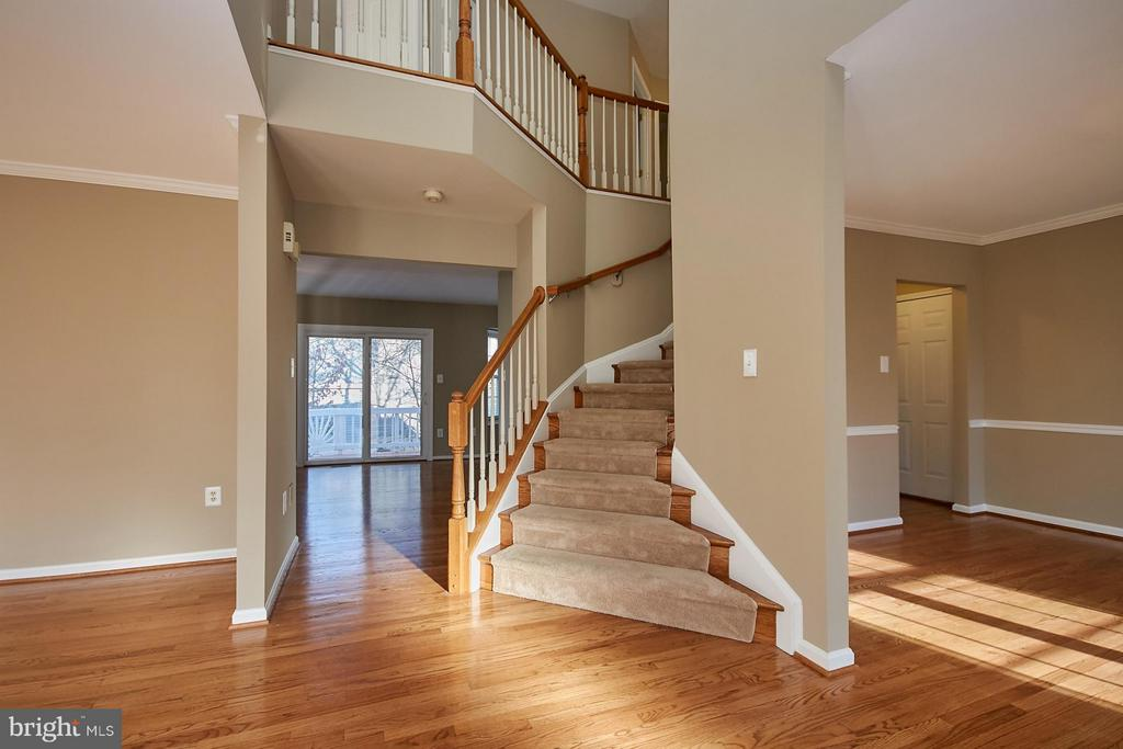 Open two story foyer - 8397 CLEVELAND BAY CT, GAINESVILLE