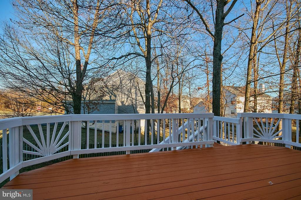 Large rear deck recently stained - 8397 CLEVELAND BAY CT, GAINESVILLE