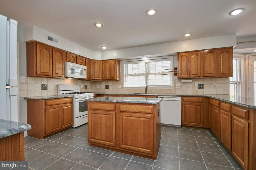 Kitchen also features a center island - 6726 HARTWOOD LN, CENTREVILLE
