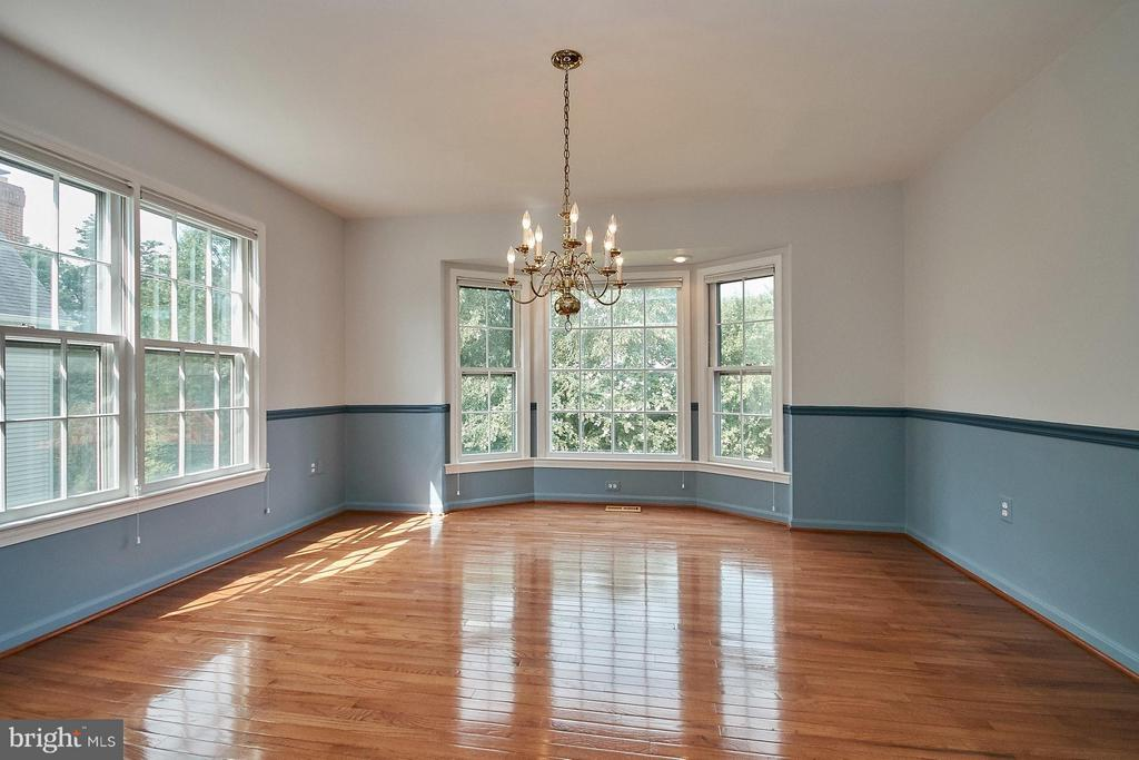 Dining room has hardwood flooring and a bay window - 6726 HARTWOOD LN, CENTREVILLE