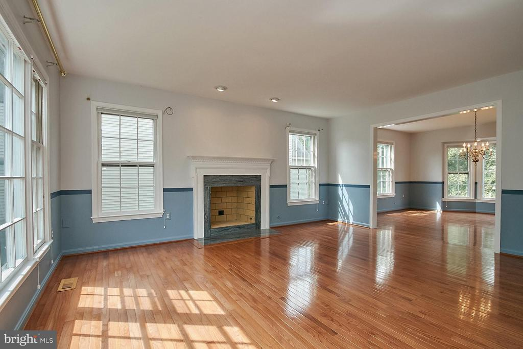 Living room with hardwood flooring and fireplace - 6726 HARTWOOD LN, CENTREVILLE