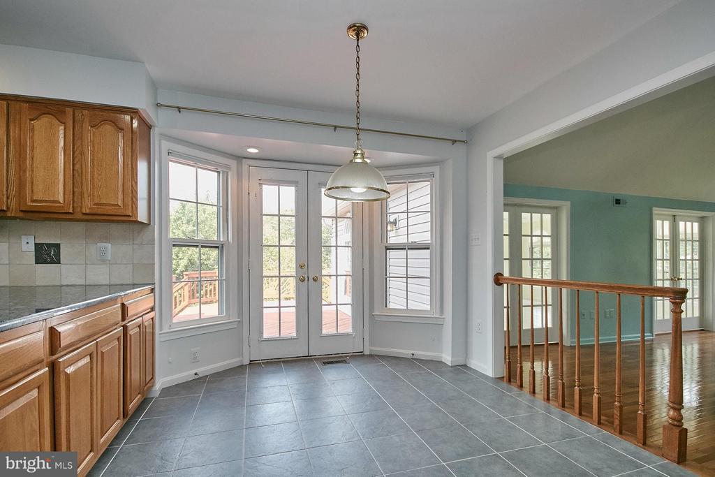 Spacious breakfast room with walk in bay door - 6726 HARTWOOD LN, CENTREVILLE