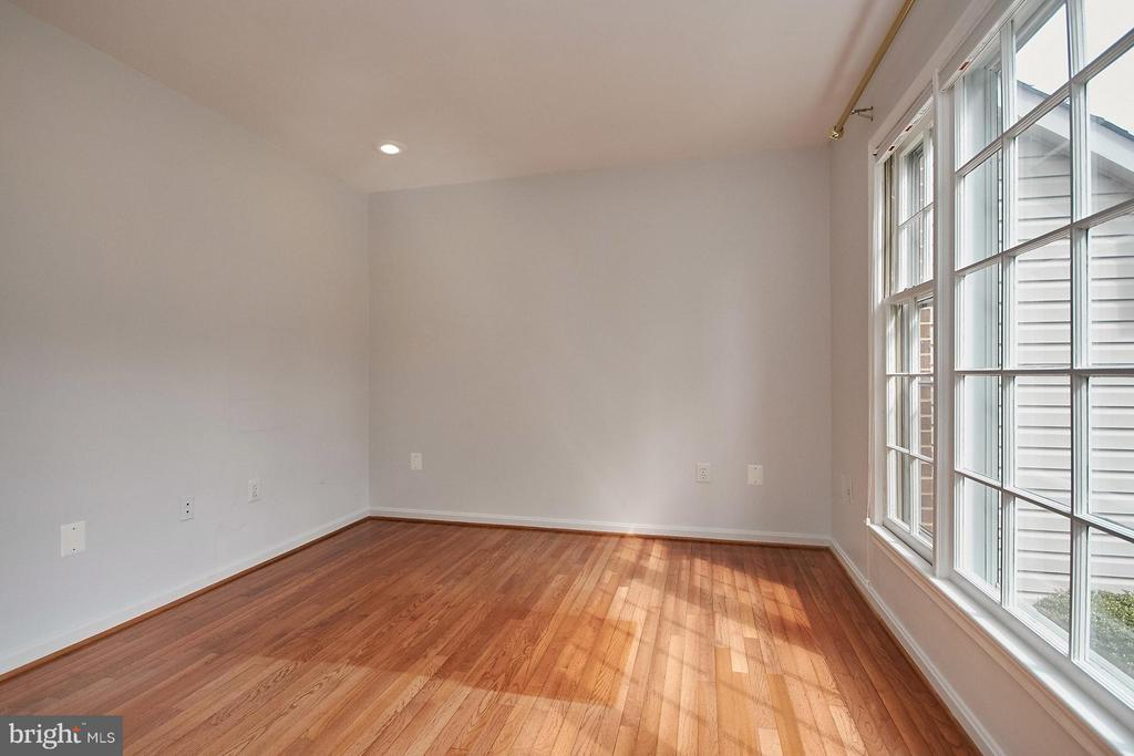 Main level office with hardwood flooring - 6726 HARTWOOD LN, CENTREVILLE