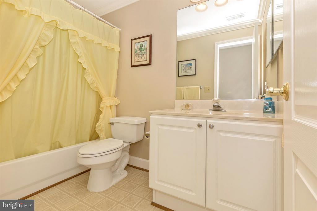 Full bathroom. - 11317 SANANDREW DR, NEW MARKET