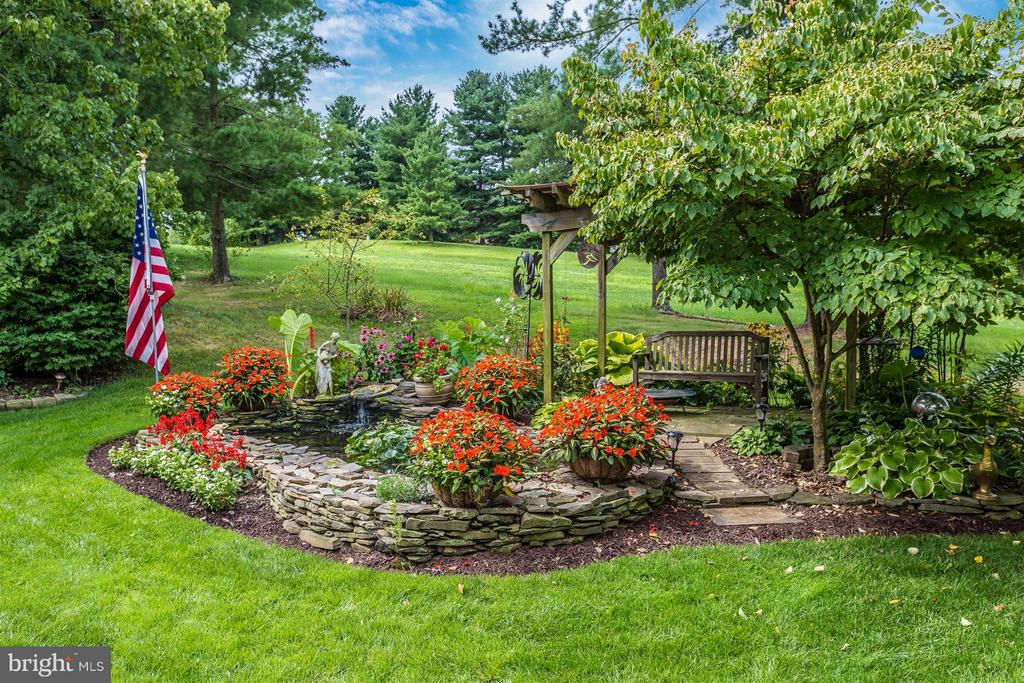 Relax in the lovely gardens. - 11317 SANANDREW DR, NEW MARKET