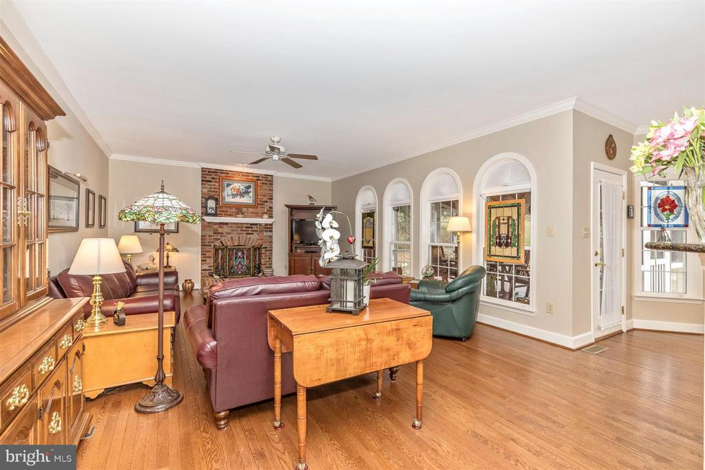 Lots of arched windows and natural light. - 11317 SANANDREW DR, NEW MARKET