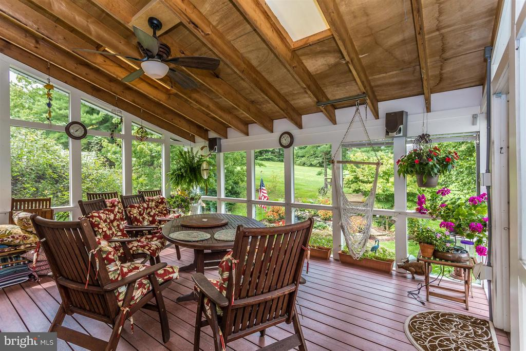 Beautiful views of backyard. - 11317 SANANDREW DR, NEW MARKET