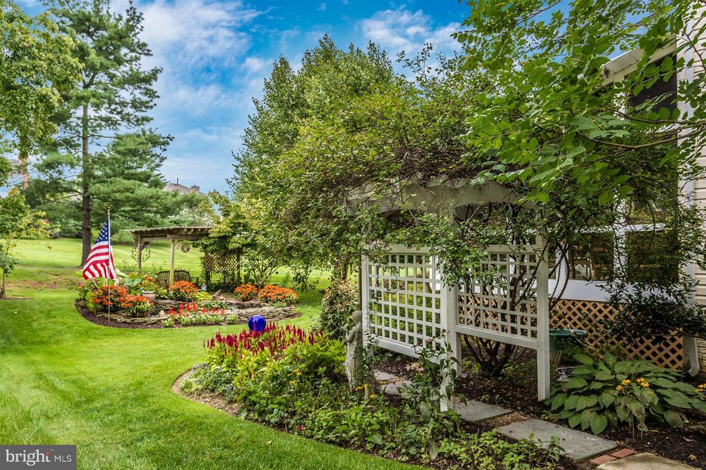Beautifully landscaped. - 11317 SANANDREW DR, NEW MARKET