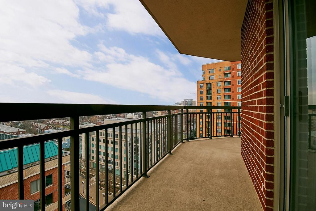 Wrap around balcony - 901 MONROE ST N #1310, ARLINGTON