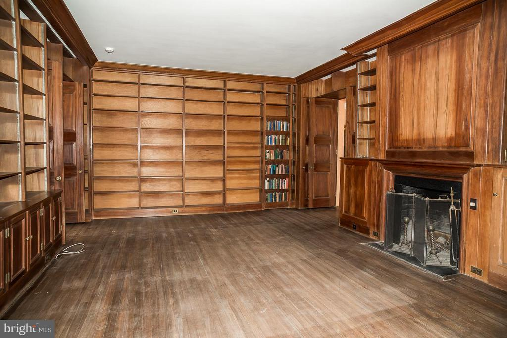 Library with one of nine working fireplaces - 466 MONTANA HALL LN S, WHITE POST