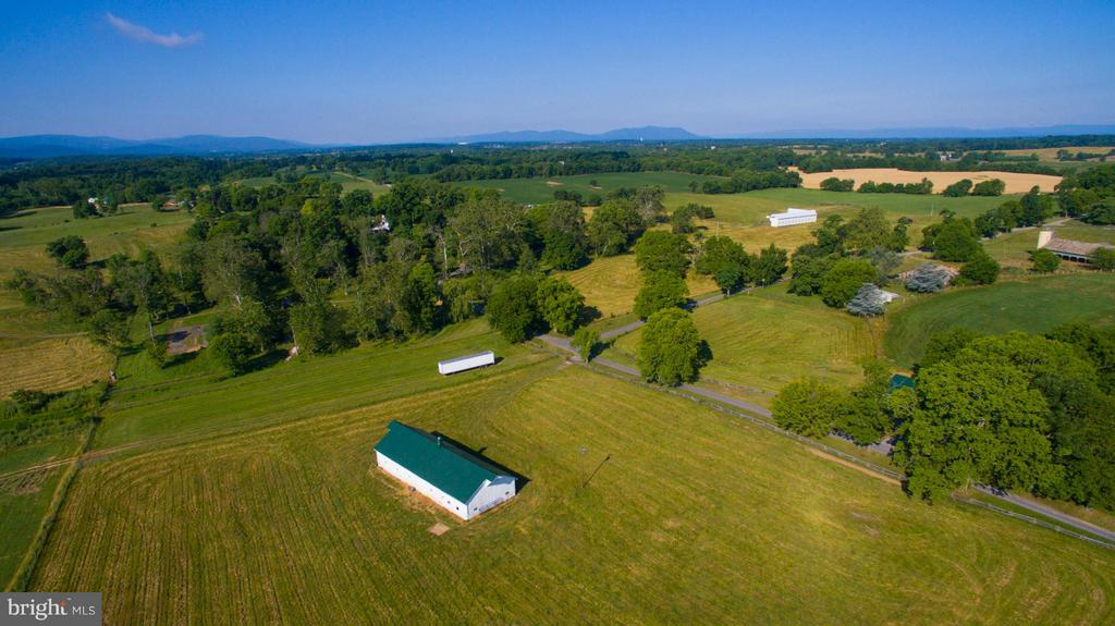 Expansive fields with 12 stall barn - 466 MONTANA HALL LN S, WHITE POST