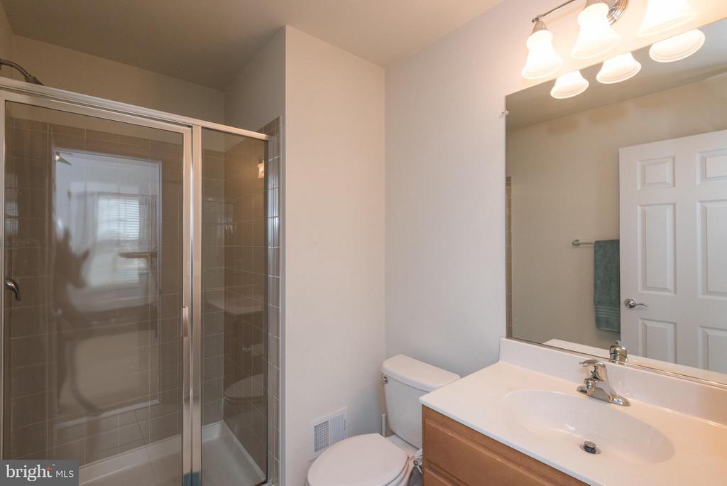 Bath - 43507 WHEADON TER, CHANTILLY