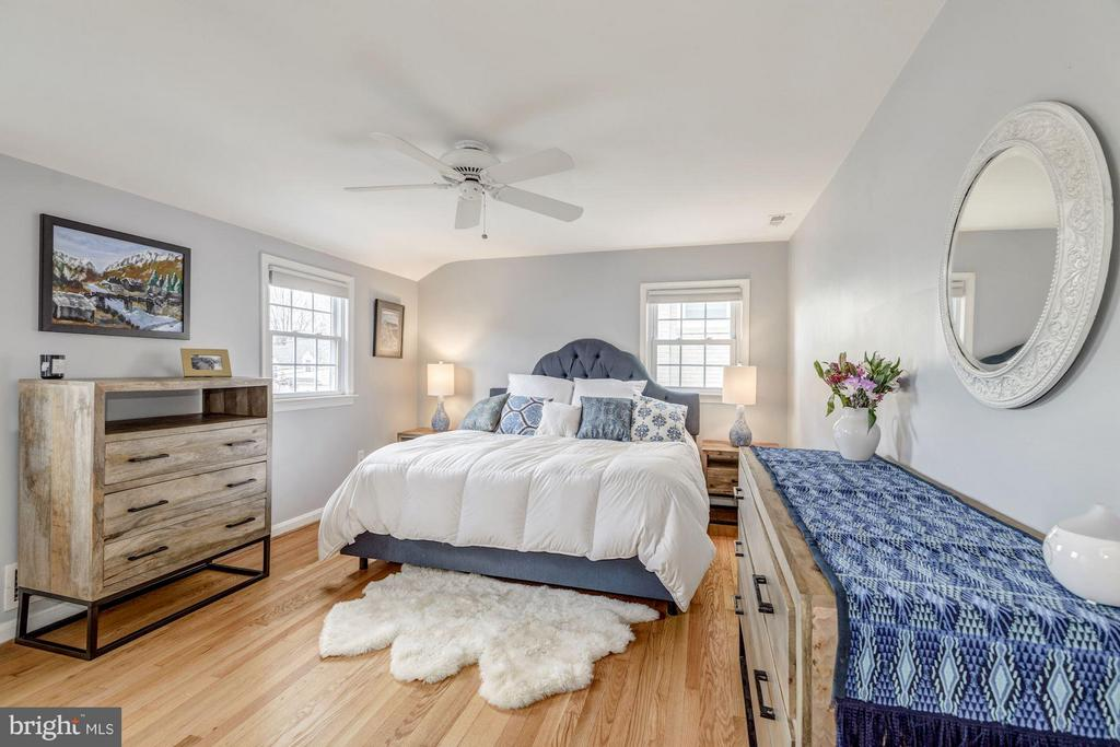 Bedroom with Ceiling Fan and Hardwood Floors - 2707 HOLLY ST, ALEXANDRIA
