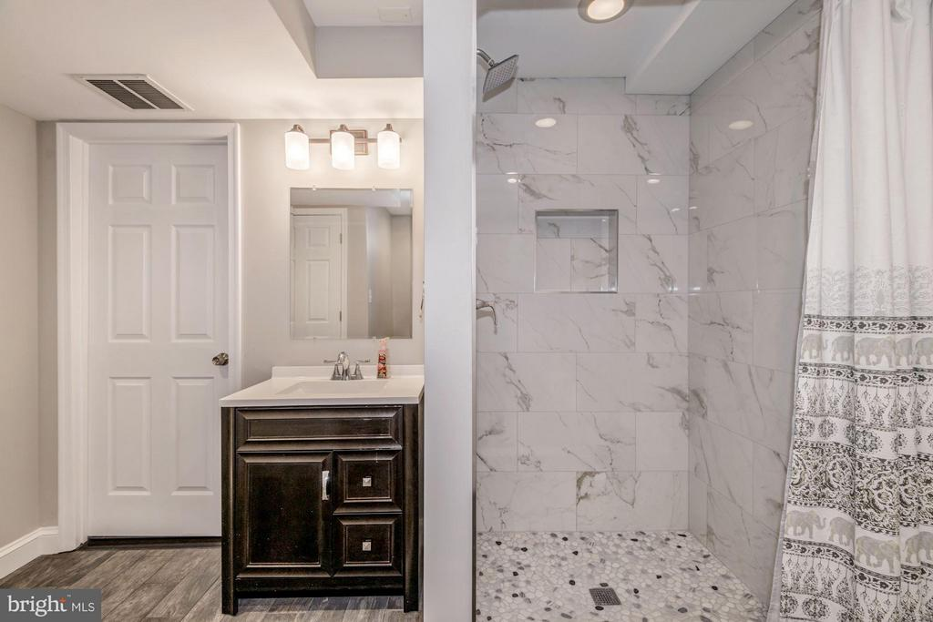Large Lower Level Bath with Walk In Shower - 2707 HOLLY ST, ALEXANDRIA