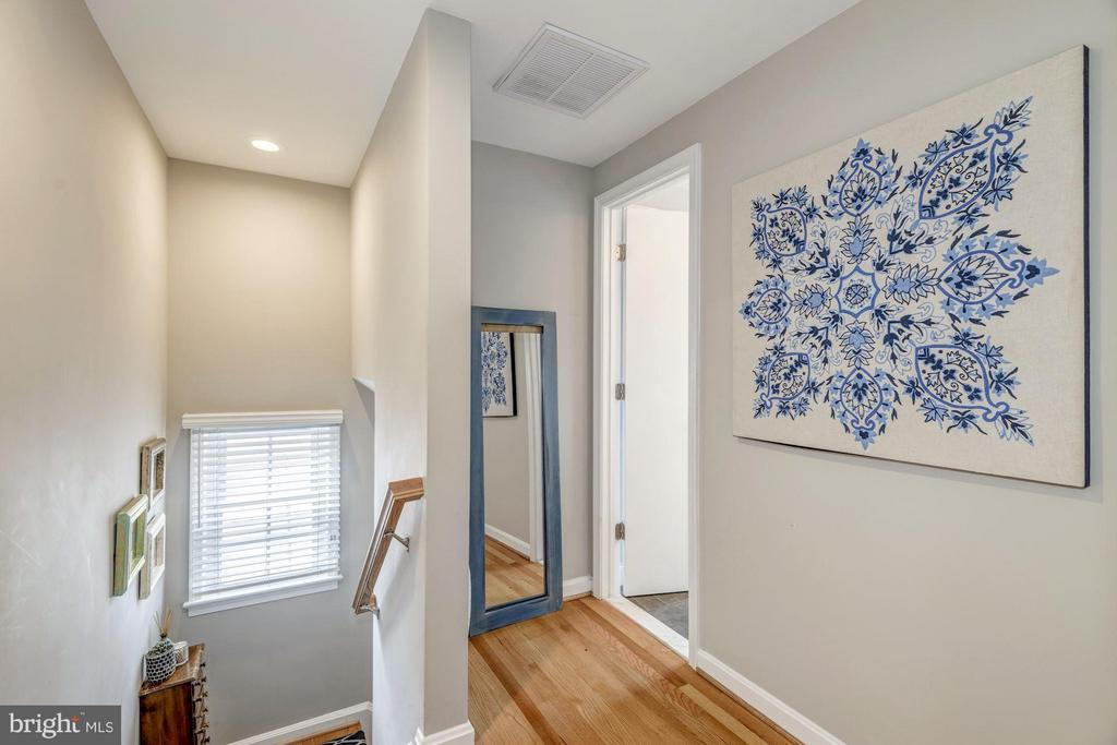 Upper Level Landing and Hallway - 2707 HOLLY ST, ALEXANDRIA