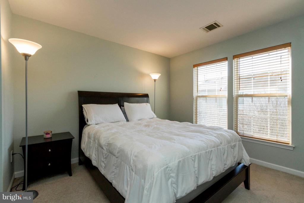 Master Bedroom with Large Walk-in Closet - 154 INGLE PL, ALEXANDRIA