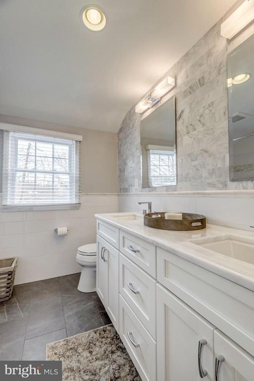 Stunning Top Level Bathroom - 2707 HOLLY ST, ALEXANDRIA