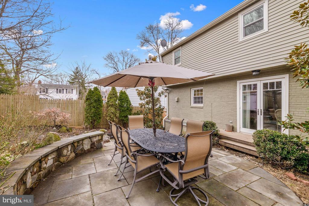 Terraced Rear Flagstone Patio and Bench Wall - 2707 HOLLY ST, ALEXANDRIA