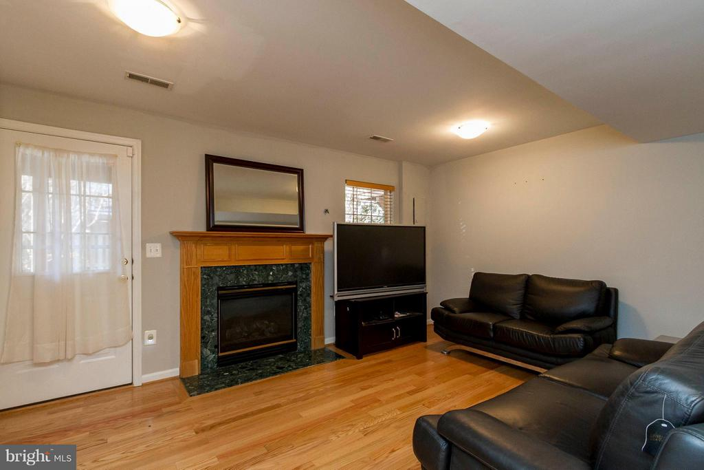 Rec Room with Gas Fireplace - 154 INGLE PL, ALEXANDRIA