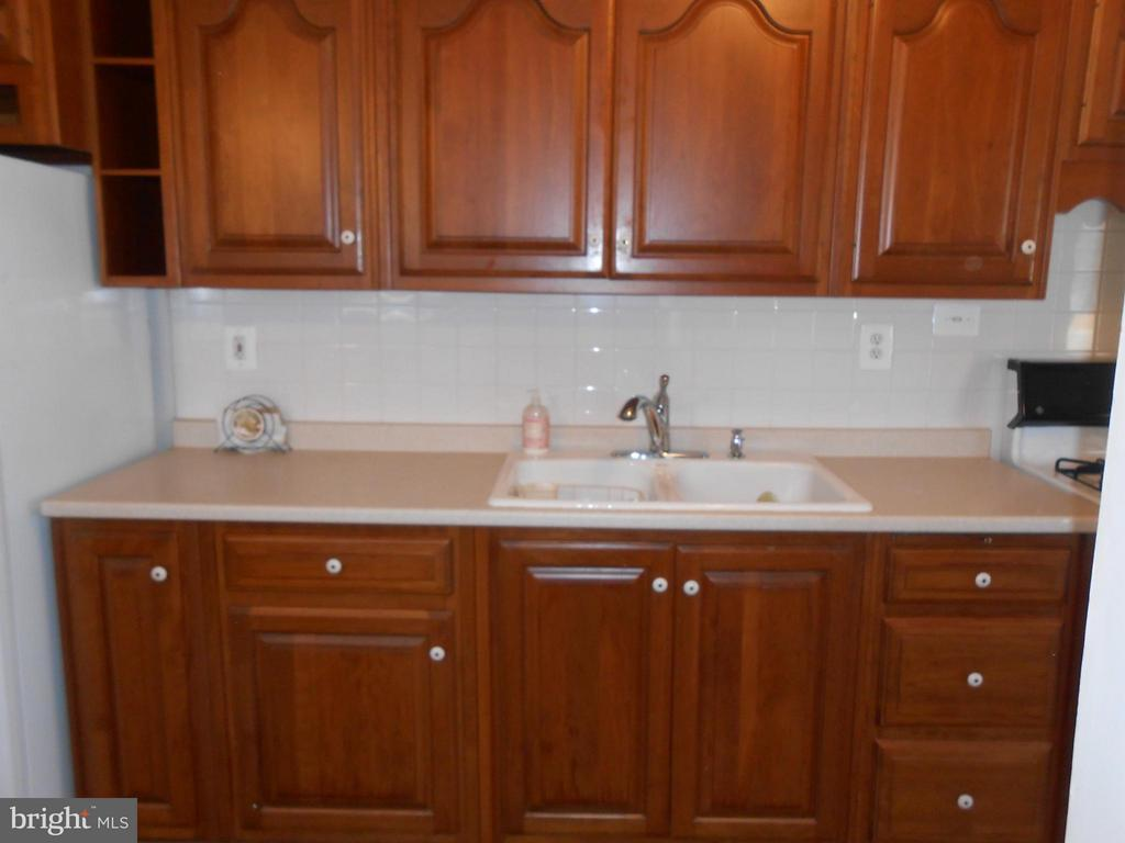 Updated Cherry Cabinets - 156 HOLDEN DR, MANASSAS PARK
