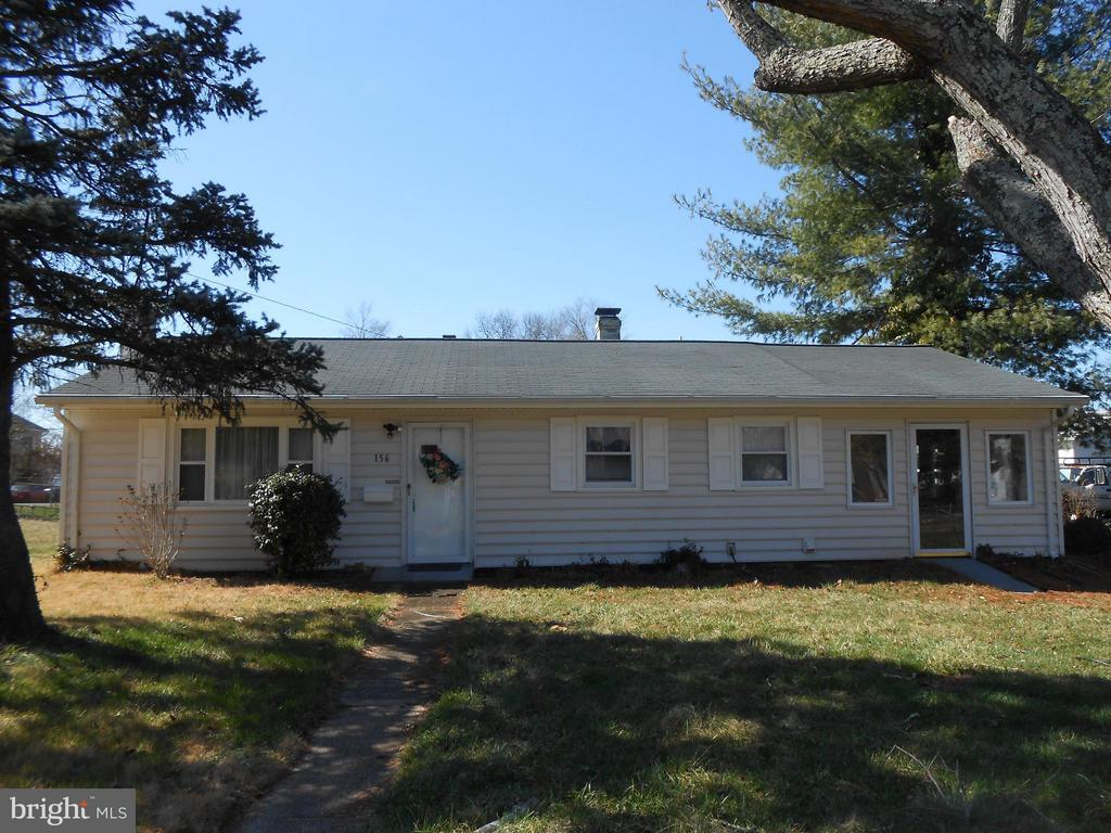 Vinyl Siding 6 years old - 156 HOLDEN DR, MANASSAS PARK