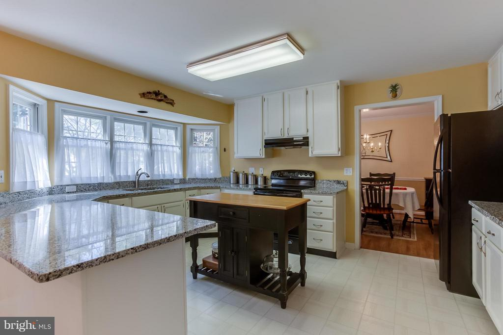 Large Eat In Kitchen Space - 94 NORTHAMPTON BLVD, STAFFORD