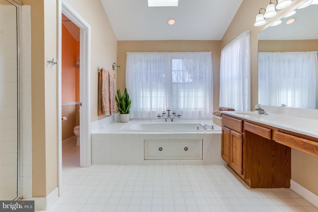 Sep Shower/Tub, Double Vanities - 94 NORTHAMPTON BLVD, STAFFORD