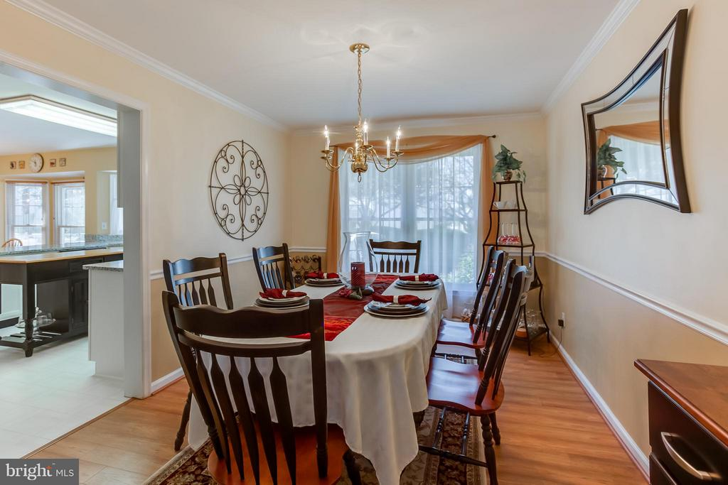 Dining Room w/ Crown Molding and Chair Railing - 94 NORTHAMPTON BLVD, STAFFORD