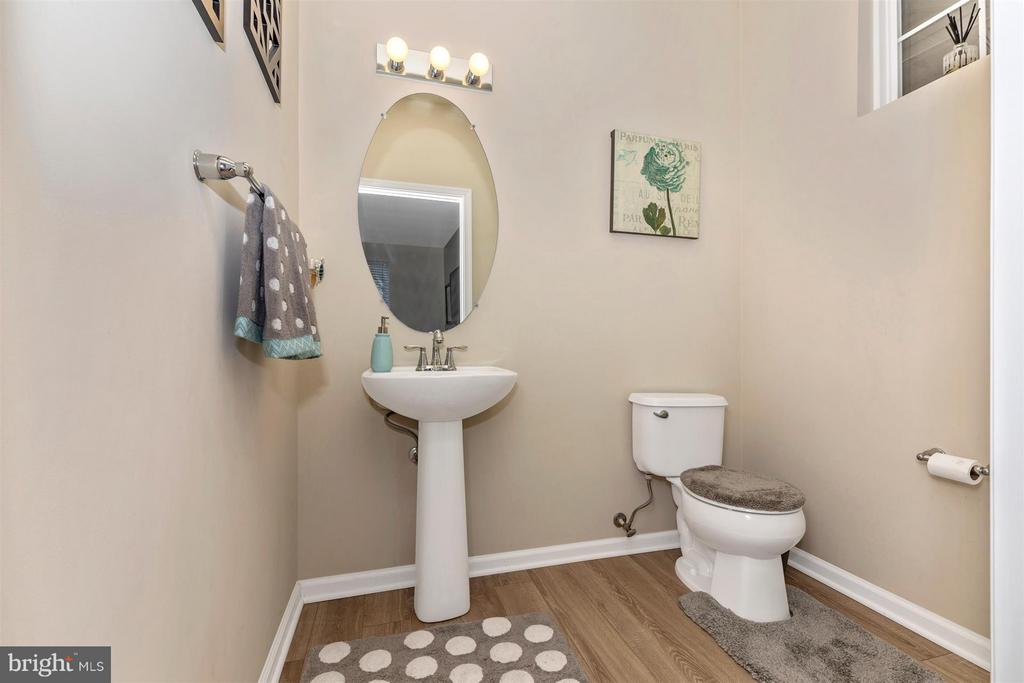 Main level powder room - 23210 OBSERVATION DR #2255, CLARKSBURG