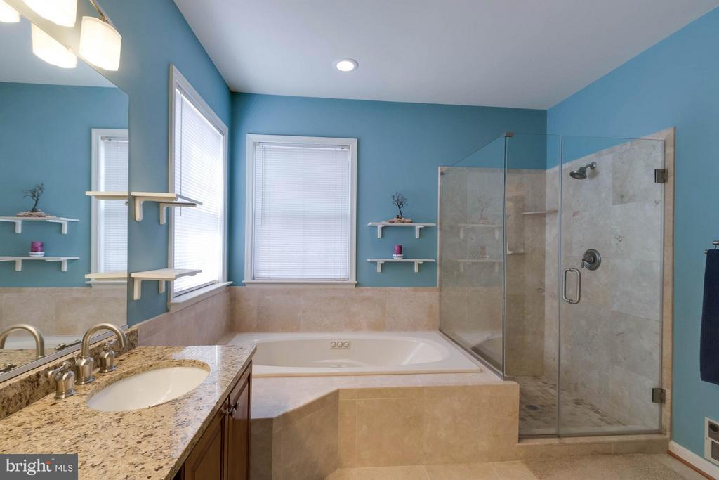 Bath (Master) - 7910 WILLFIELD CT, FAIRFAX STATION