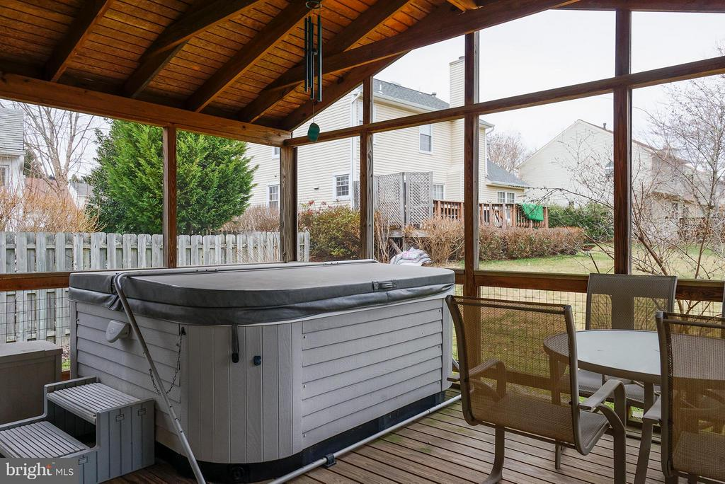 Porch & Hot Tub - 5527 CEDAR BREAK DR, CENTREVILLE