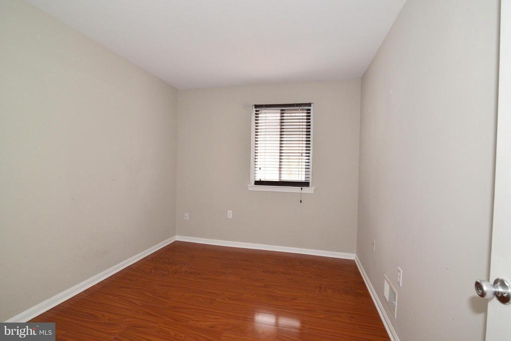 Bedroom 2 - 325 NANSEMOND ST SE, LEESBURG