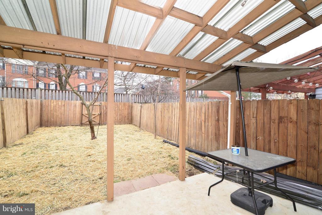 Exterior covered patio - 325 NANSEMOND ST SE, LEESBURG
