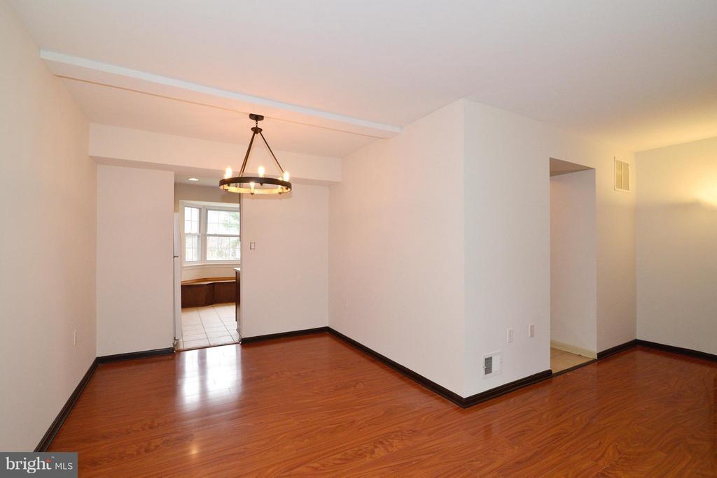 Living Room and dining room - 325 NANSEMOND ST SE, LEESBURG