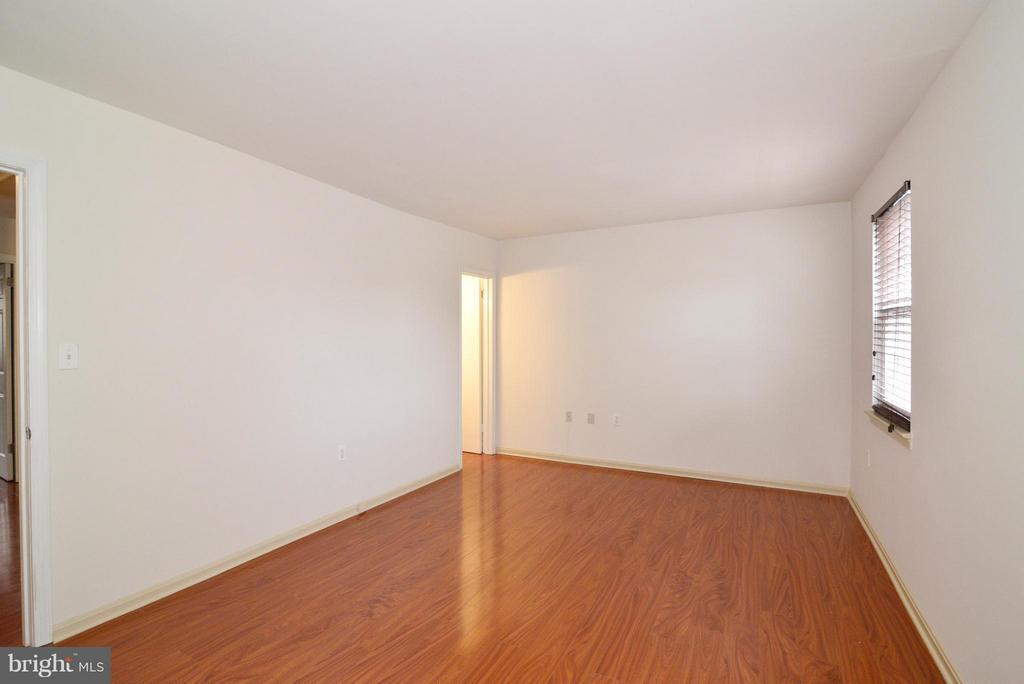 Bedroom (Master) - 325 NANSEMOND ST SE, LEESBURG