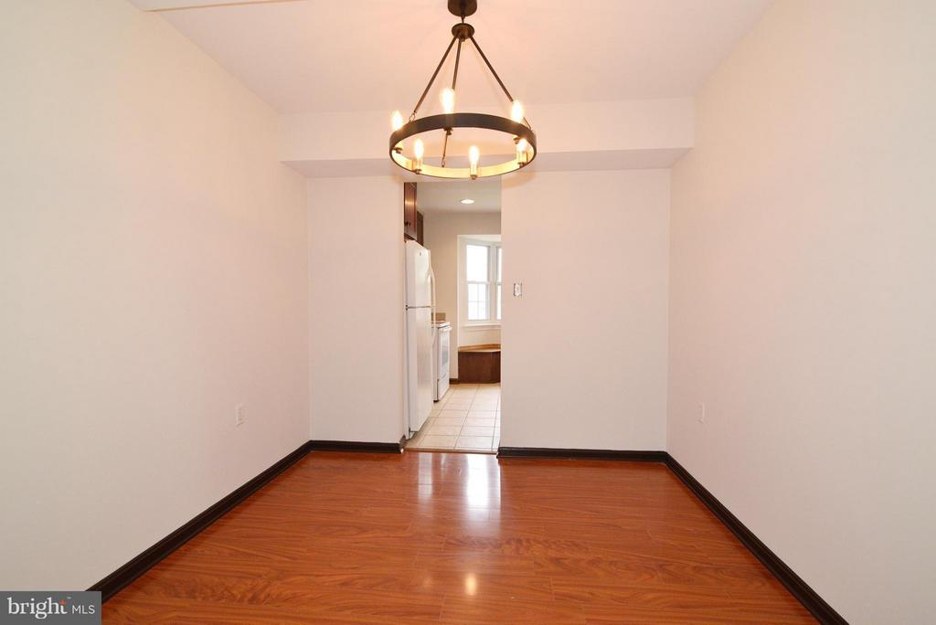 Dining Room with wood floors - 325 NANSEMOND ST SE, LEESBURG