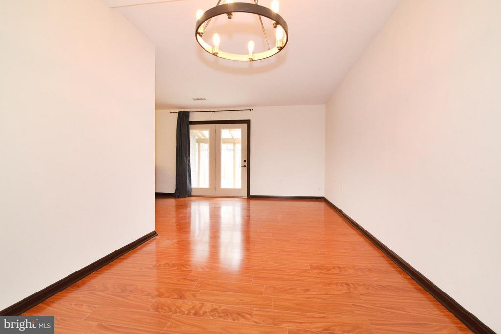 Living Room with wood floors - 325 NANSEMOND ST SE, LEESBURG