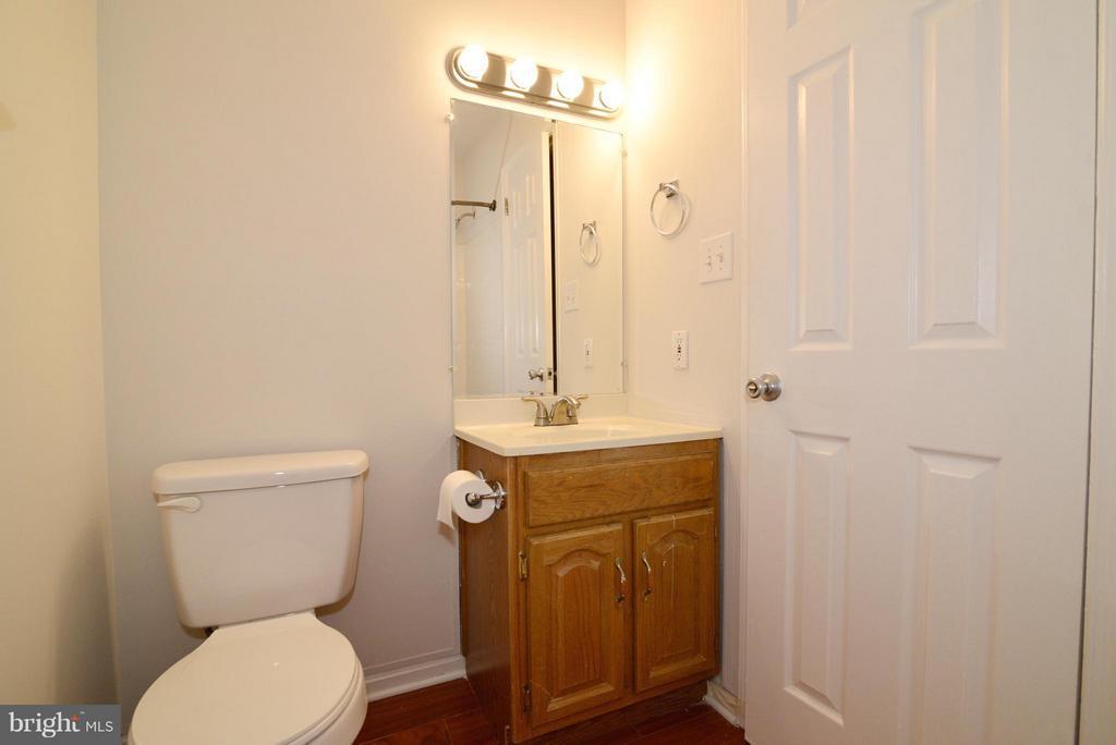 Hall Bathroom - 325 NANSEMOND ST SE, LEESBURG