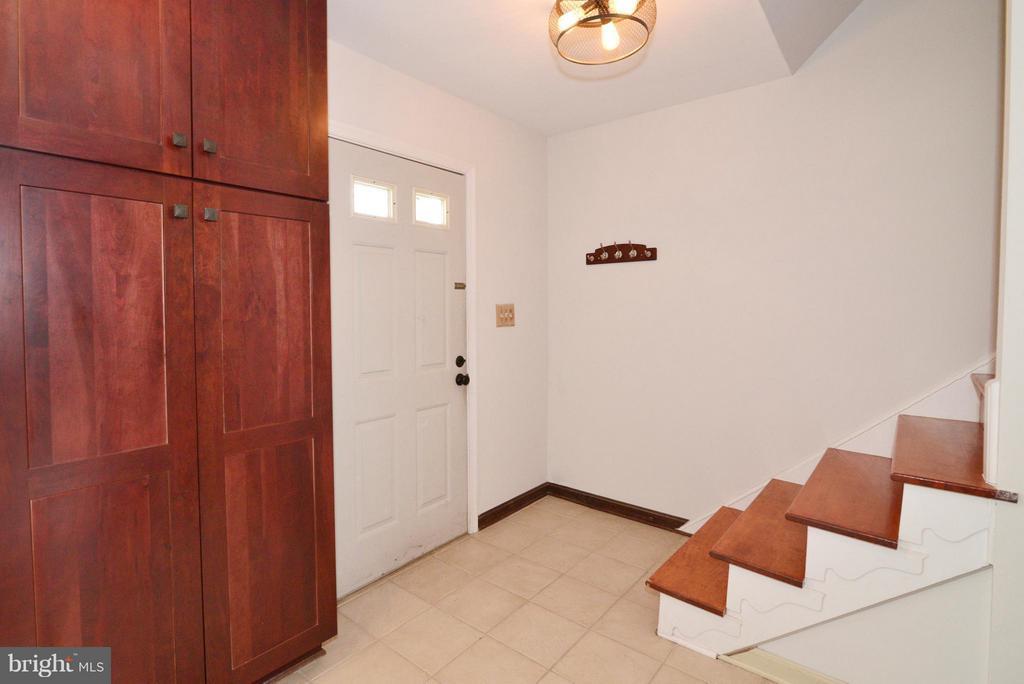 Front stairway - 325 NANSEMOND ST SE, LEESBURG