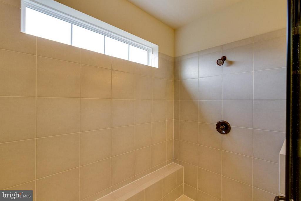 Huge Master Bathroom Shower - 7617 CHESTNUT ST, MANASSAS