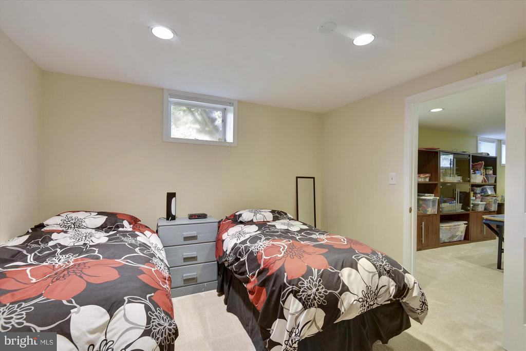 2 Shady View Ct, Brookeville, MD 20833