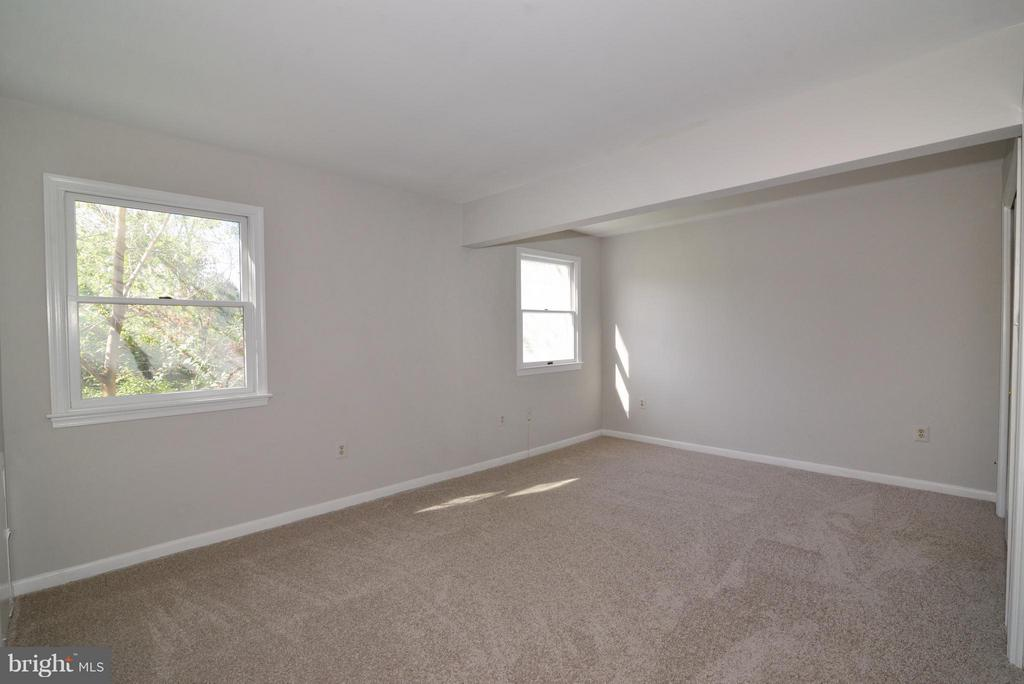 large 3rd bedroom - 1907 WARE RD, FALLS CHURCH