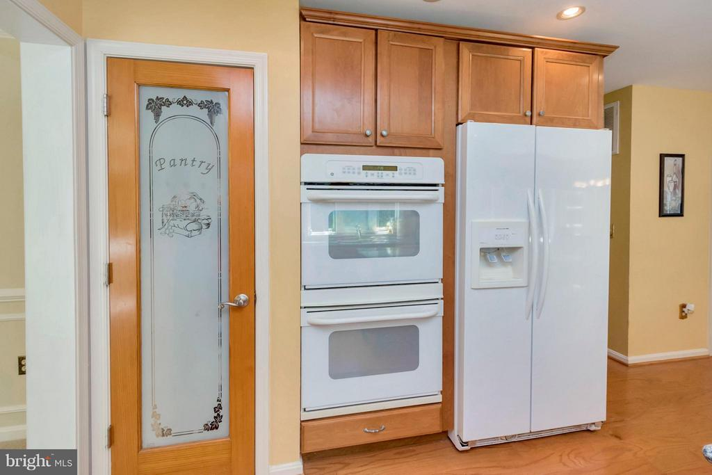Kitchen double oven, cabinet depth refrigerator - 12640 ISLE OF PINES BLVD, FREDERICKSBURG