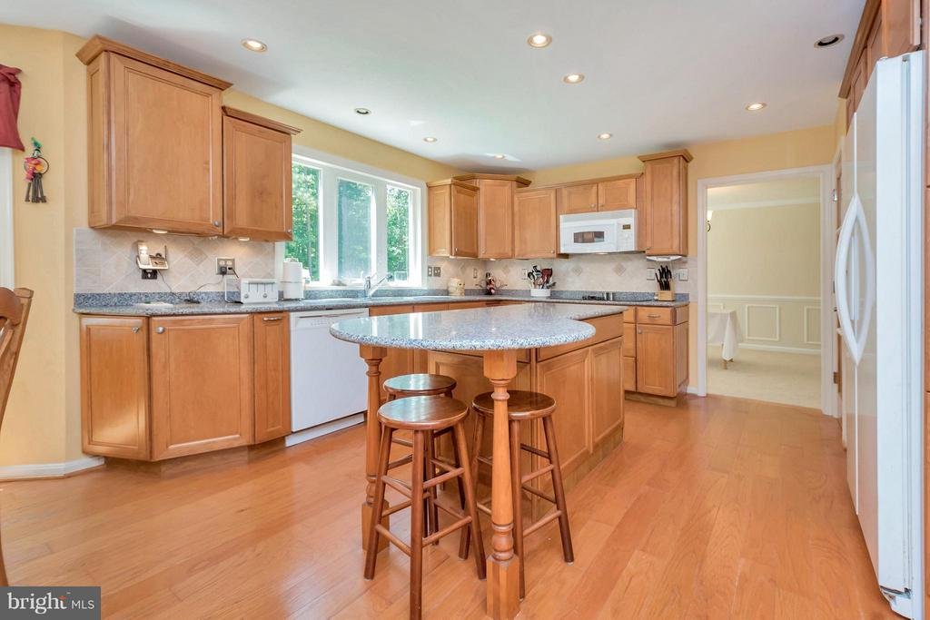 large center island with breakfast counter - 12640 ISLE OF PINES BLVD, FREDERICKSBURG