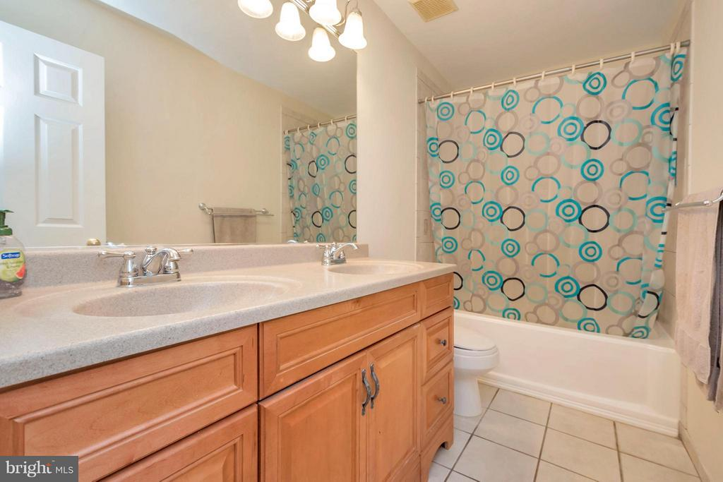 upstairs hall Bath - double sinks - 12640 ISLE OF PINES BLVD, FREDERICKSBURG