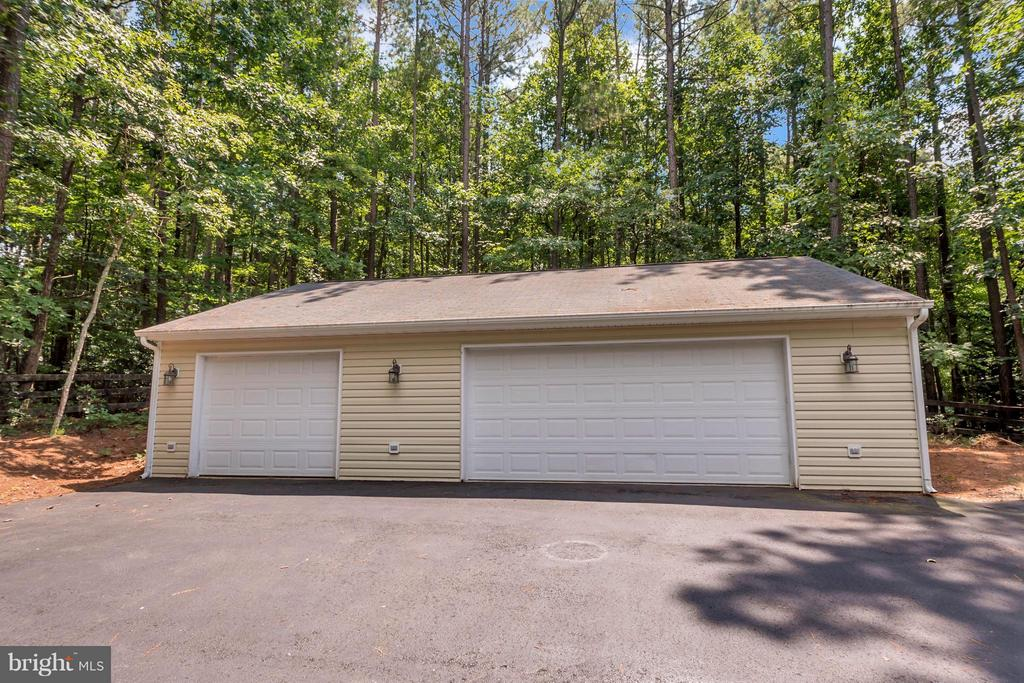Oversized 3 car detached garage or workshop - 12640 ISLE OF PINES BLVD, FREDERICKSBURG