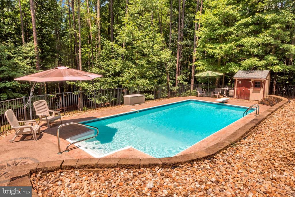 8 ft deep salt water pool with pool cabana - 12640 ISLE OF PINES BLVD, FREDERICKSBURG