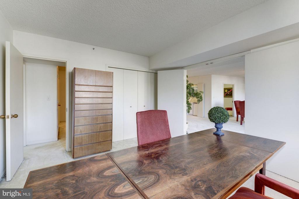 Bedroom 2 or office?  Your choice. - 1300 CRYSTAL DR #1610S, ARLINGTON