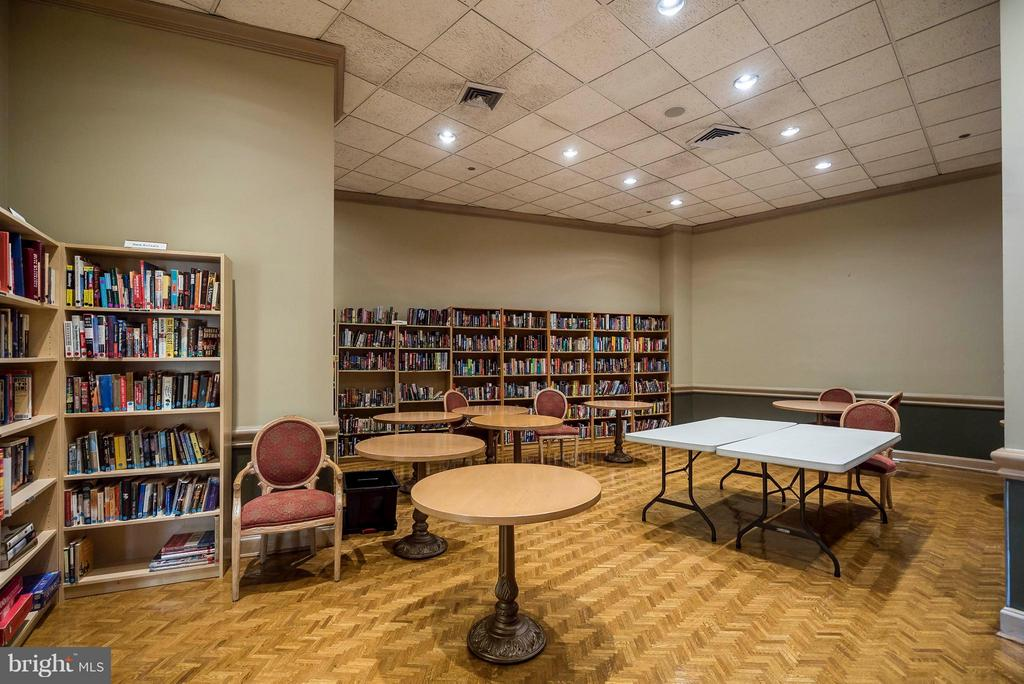 Crystal Gateway Library operated by residents. - 1300 CRYSTAL DR #1610S, ARLINGTON